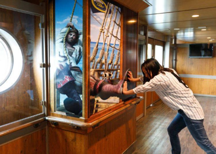 ▲照片看起來像是正在奮力對抗海盜伸過來的腳吧!