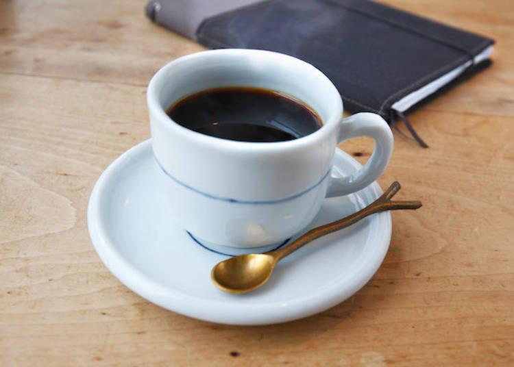 ▲「深摩卡(深モカ)」680日圓(僅平常日供應)。散發巧克力般風味的深烘培摩卡咖啡