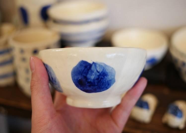 手工捏製藍釉陶碗 / 1800 日圓