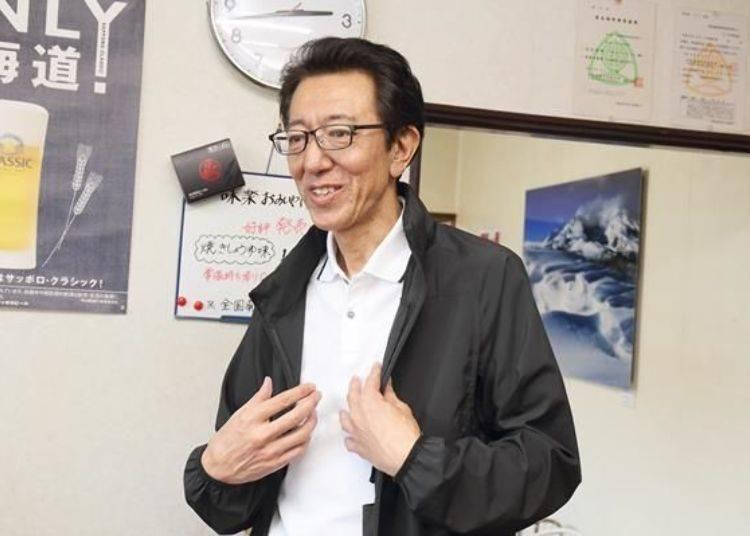江刺家先生原本是公務員,退休後回到母親的故鄉利尻島,並於2007年開設這家拉麵店。