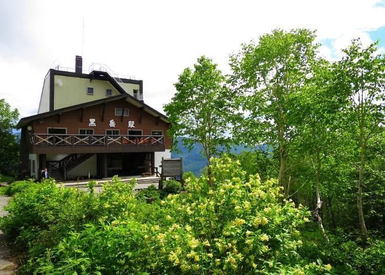 黑岳空中纜車黑岳站。前方是花園