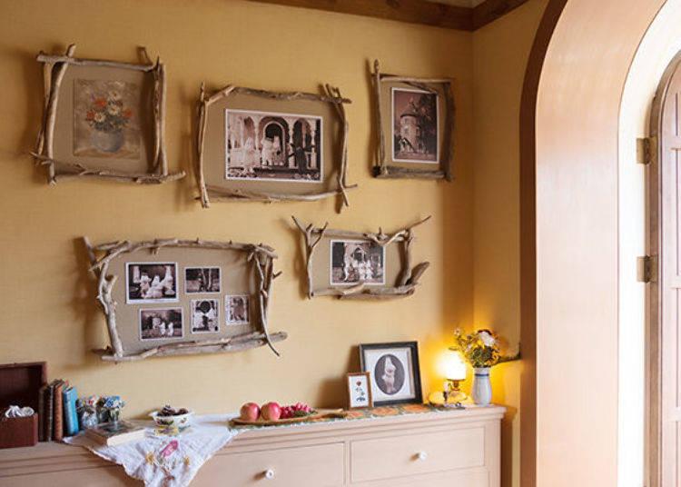 ▲玄關牆壁上裝飾著嚕嚕米一家人的照片