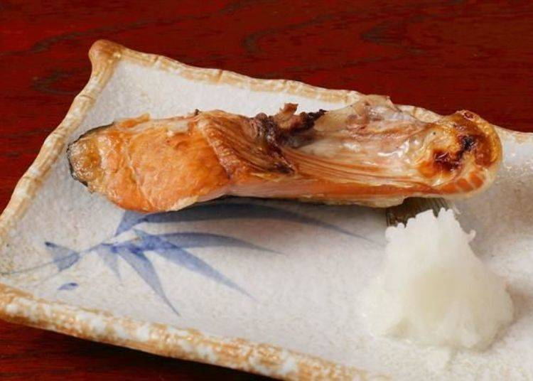 由於調味較清淡所以可以品嘗到鮭魚的獨有原味。分量比想像中還要充足,小編開始擔心起之後的鮭魚火鍋到底能不能吃完了呢!
