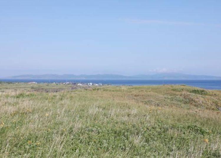 向後望,可以清楚看到禮文島。