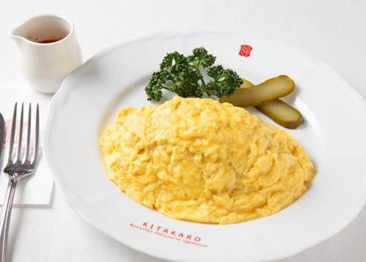 ▲將牛肉與蘑菇用醬油翻炒得北菓樓蛋包飯(北菓楼自慢のオムライス)750日圓