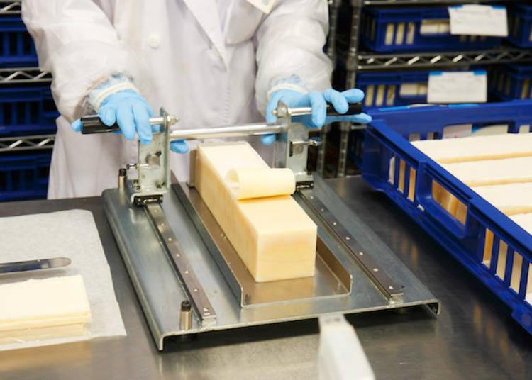 ▲用這個原創切割機裁切香皂