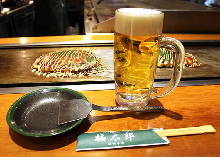 坐在吧台時是直接在鐵版上把料理切開後食用,因此料理不會冷掉。
