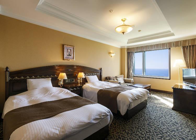 超人氣的面海的雙床雙人房。可坐在沙發感受大海的聲音。