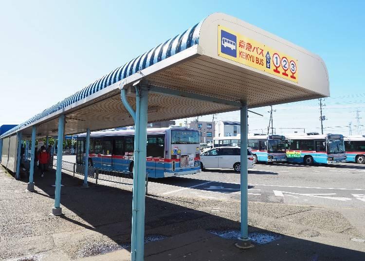 三崎口站[KK72]外,京急巴士的公車亭