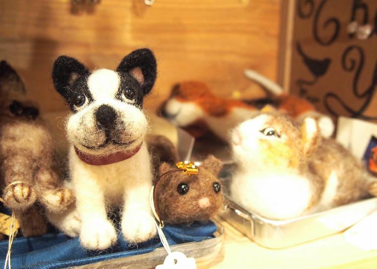 羊毛氈玩偶吊飾,左3500、中850、右3000日圓