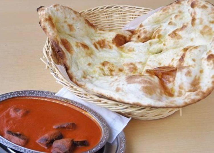 加進炭烤茄子的「茄子番茄咖哩餐」是以番茄為基底的咖哩菜單之一。