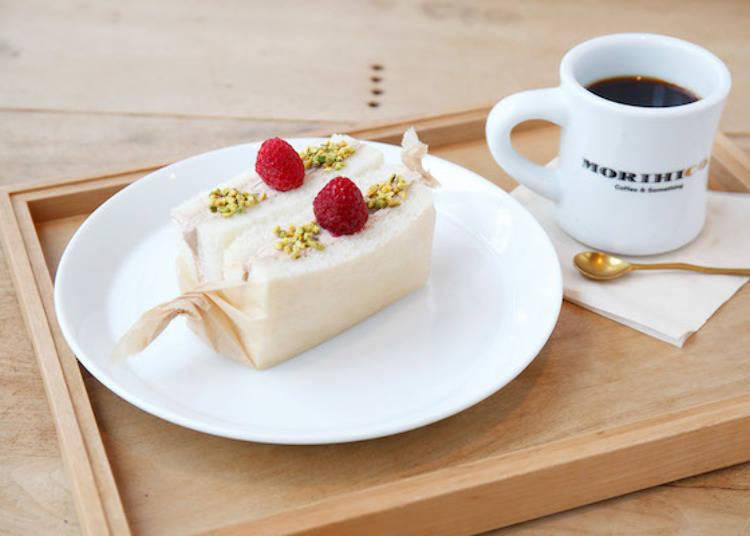 ▲「甜三明治和咖啡的套餐(スイーツサンドとコーヒーのセット)」680日圓。早餐時間的咖啡是紙濾式。以馬克杯提供。