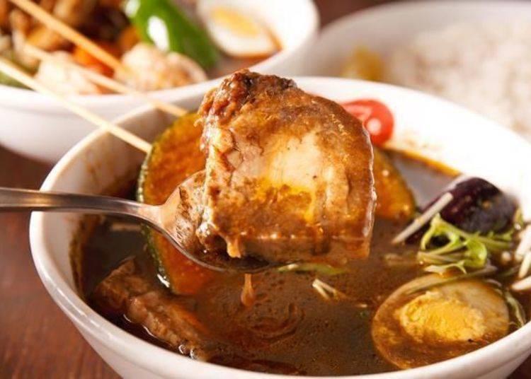 ▲豬肉是用炭火炙烤過的上富良野町產薰衣草滷肉。入口即化而且充滿滷味香。