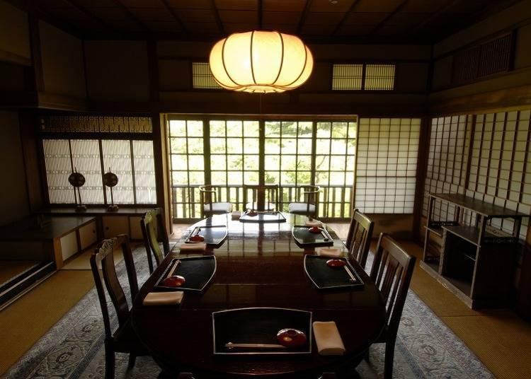 在洋館「舊閑院宮別邸」中,能品嘗到以時令食材所精心烹調的懷石料理