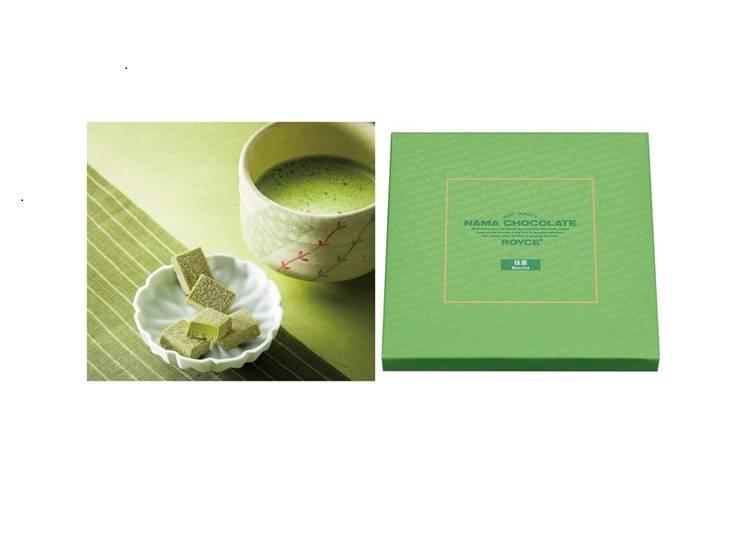 Royce'的「生巧克力 抹茶(生チョコレート 抹茶)」和定番口味「生巧克力 牛奶口味(生チョコレート オーレ)(20塊778日圓 )都是大家買伴手禮時的熱門選擇。