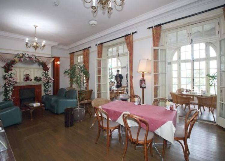 ▲餐廳內擺飾著各式各樣的英式古董裝飾品,可於此度過一段優雅的時光。