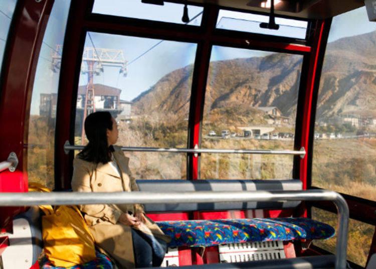 ▲每台可乘坐18人的大型纜車,車廂間隔1分鐘(距離間隔225m)、站與站間花費約8分鐘