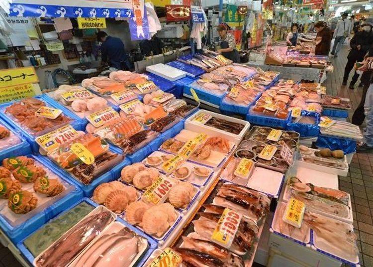 ▲現捕上岸的新鮮魚貝類