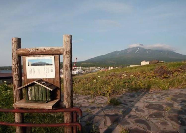 公園內只能單向行駛,經過沓形岬公園露營場後,到了一個稍微寬廣的空地便是可以欣賞山景及蓋章的地方。