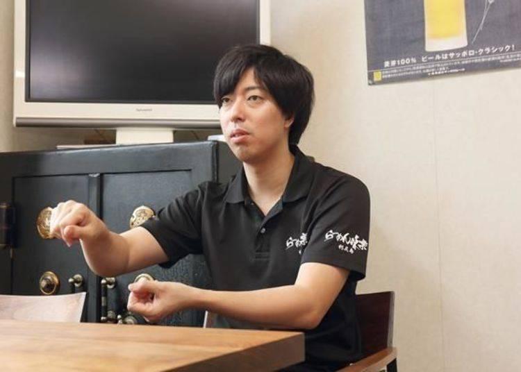 接下來就由江刺家先生的兒子,堂真先生來為我們繼續介紹。