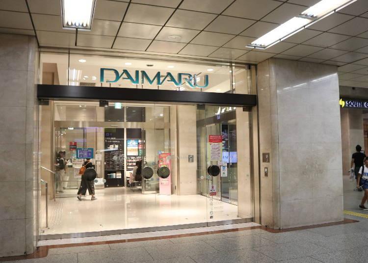 從JR「大阪站」中央剪票口出來往右就可以看到百貨公司「大丸梅田店」