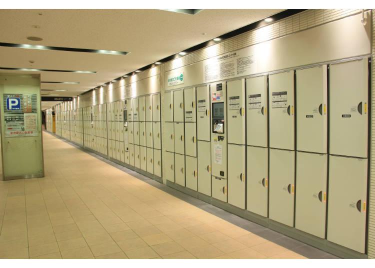 新宿車站西口地下廣場停車場入口附近的置物櫃