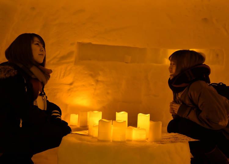 點上昏黃燈火的雪洞感覺就像進入故事世界一樣夢幻