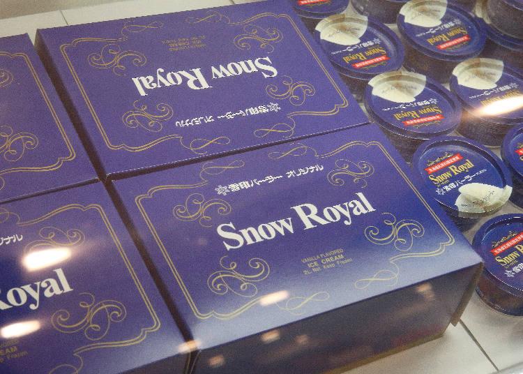 可以做為伴手禮的「Snow Royal 香草冰淇淋(スノーロイヤル バニラアイスクリーム)」(1杯355日圓、1盒12杯入5124日圓)