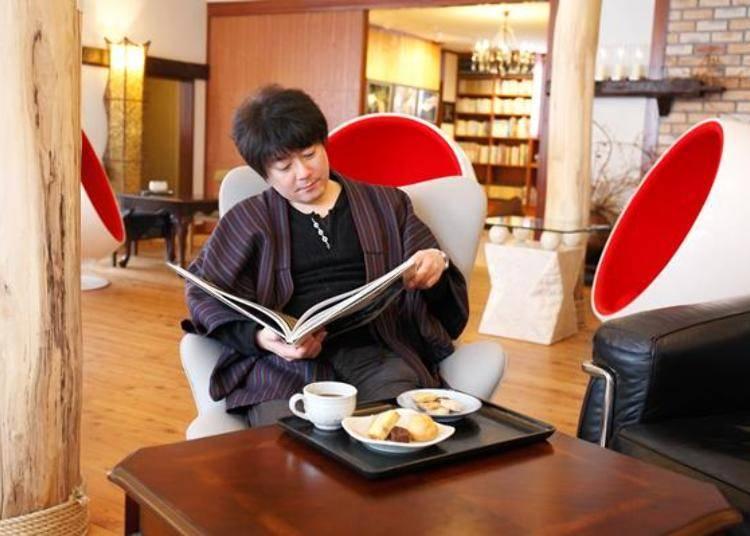 ▲邊享用茶點,邊悠哉的看書
