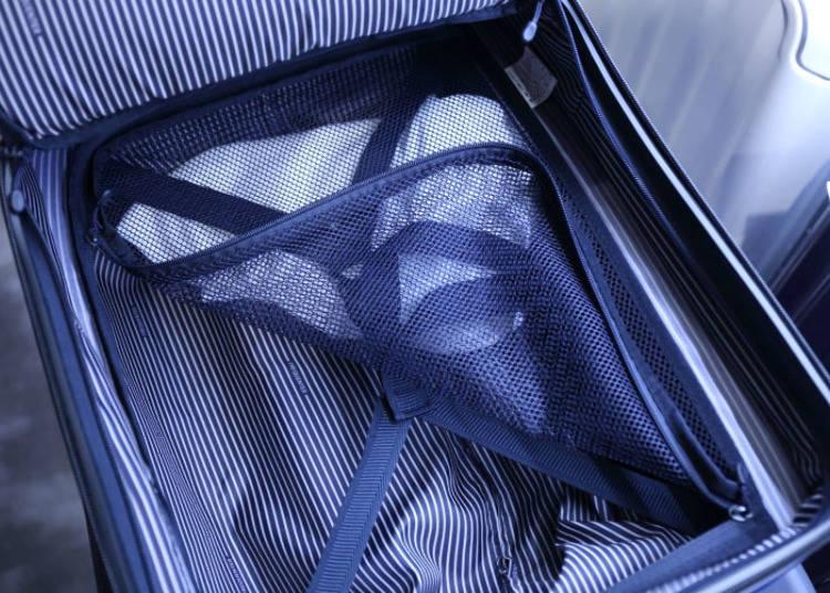 也備有防止行李滑動的X形束帶