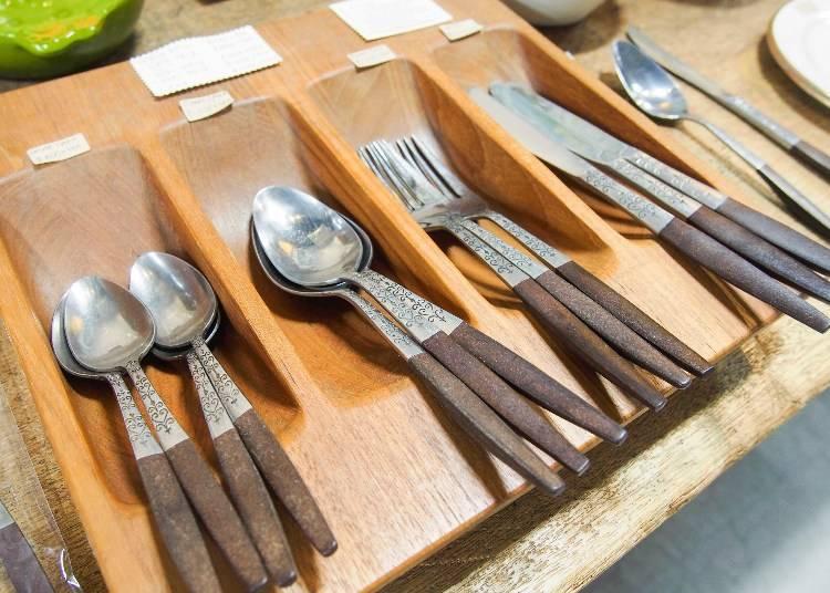 20世纪中期的vintage古物,復古刻紋餐具,依款式為800(甜點用湯匙)~1200(湯匙、叉子)日圓不等
