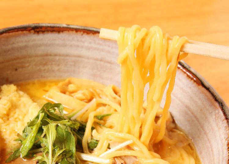 波浪狀的ちぢれ麺無論配上什麼湯頭都能充分帶起湯汁。