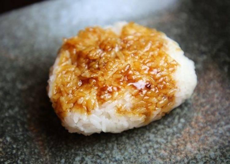 ▲白飯充分吸收了焦香味與醬汁有層度的風味,超級好吃!超適合當「室蘭日式烤雞串」的結尾