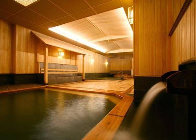 ▲廣闊的空間裡有各種大小不同的室內溫泉、露天溫泉、按摩浴缸、三溫暖、水風呂等(照片提供:定山溪第一寶亭留 翠山亭)
