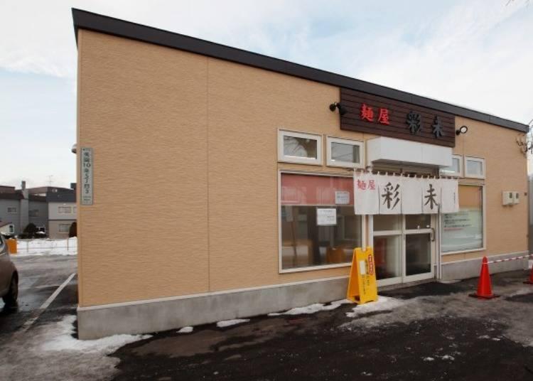 ▲店旁有可以停10輛以上汽車的停車場,總是一位難求。