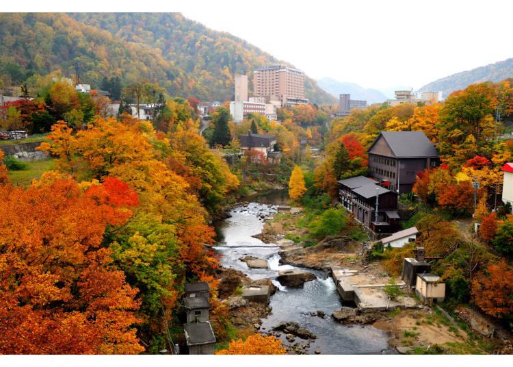 ▲秋天的定山溪溫泉街。往年的楓紅時期為10月上~10月中(照片提供:定山溪觀光協會)