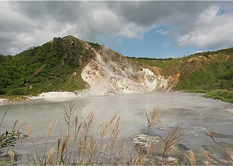 「大湯沼」是很大的池沼,可以拍到背後有日和山的景點。
