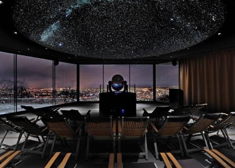 Star Holl的天象儀,是一個直徑6公尺的圓拱造型天花板。日落之後窗簾會打開,可以看到美麗的夜景和頭頂上滿天的星空。