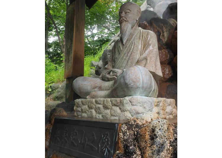 ▲「定山源泉公園」裡美泉定山的雕像。由於奠定了這樣的溫泉基礎,因此命名為「定山溪」。(照片提供:定山溪觀光協會)