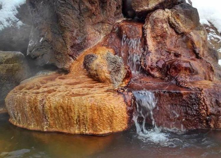 決定溫泉的優劣便是〝保持鮮度〞!從地底下打上的泉源原湯直接注入湯池中。
