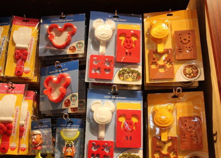 飯糰模型組 各1500日圓(左)、塑膠模型 500日圓(右)