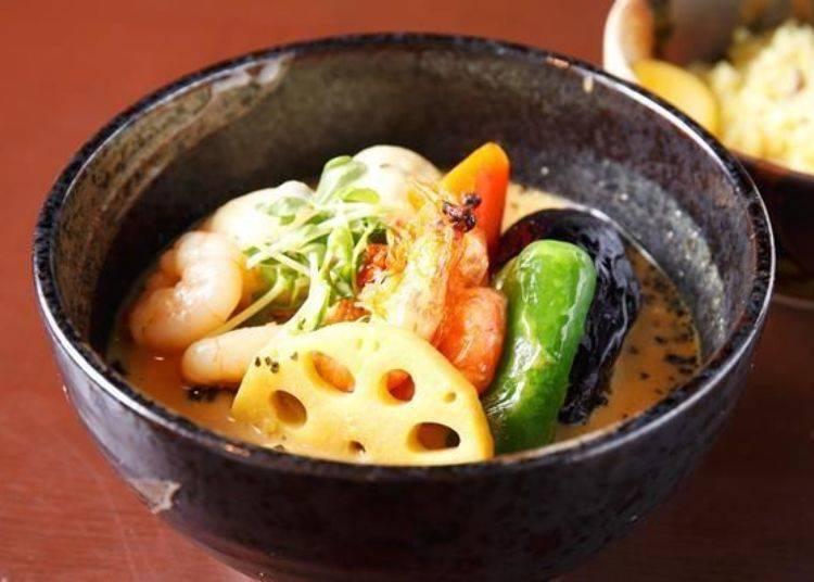 ▲「連殼都可以吃的蝦咖哩(殻ごと食べられる海老カリー)」(1300日圓)