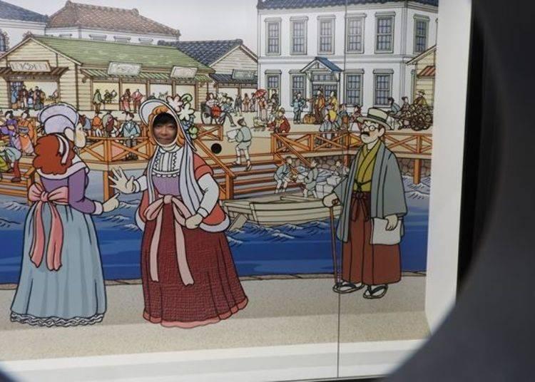 ▲展覽板的背面也畫上了圖畫,利用正面的鏡子可照出這樣的照片唷♪