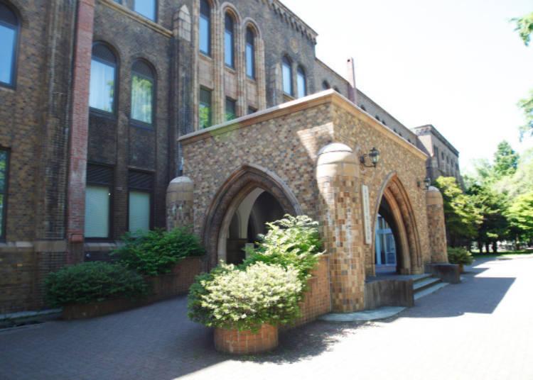 ▲抓痕陶瓦磁磚裝飾的外牆是北大綜合博物館給人的印象