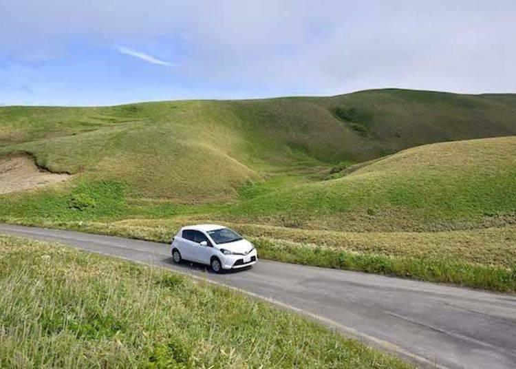 暢遊在丘陵之中。