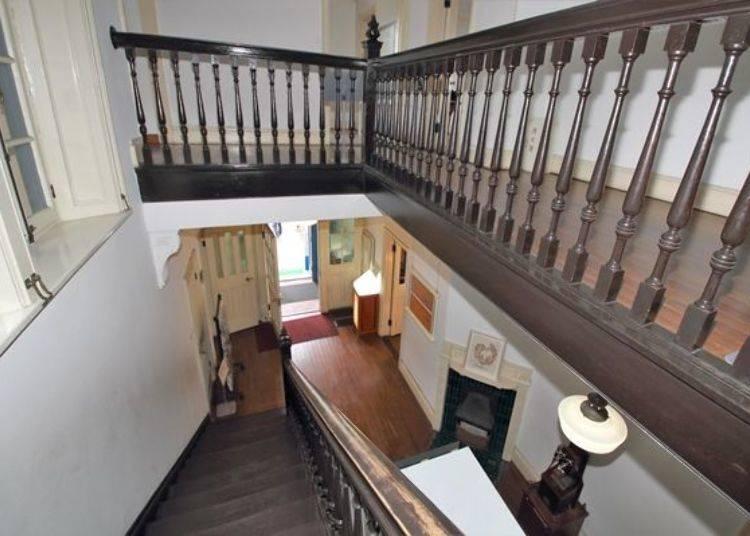 ▲可以感受到往昔西洋文化氛圍的階梯與窗台,充滿了獨特的藝術氣息!