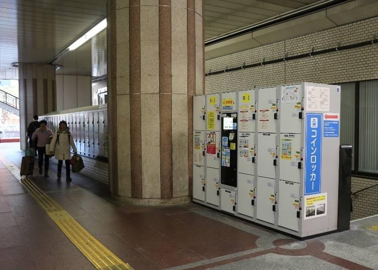 JR三宮(三ノ宮)站東口驗票口往南出去,有許多置物櫃(大700日圓、中500日圓、小400日圓)