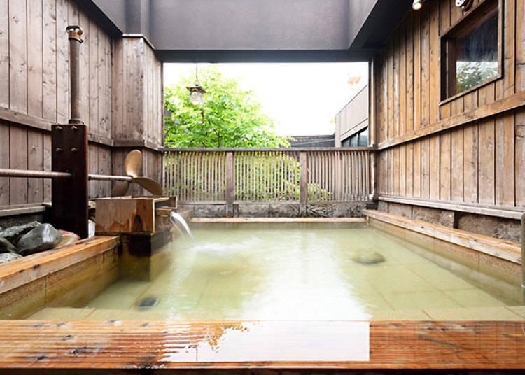 「弐の湯」的開放式露天溫泉池