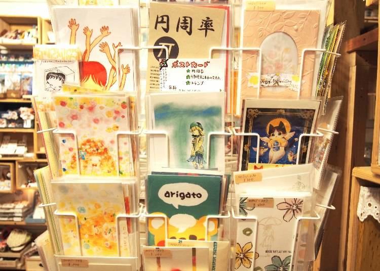 各式明信片,依款式約150~600日圓不等