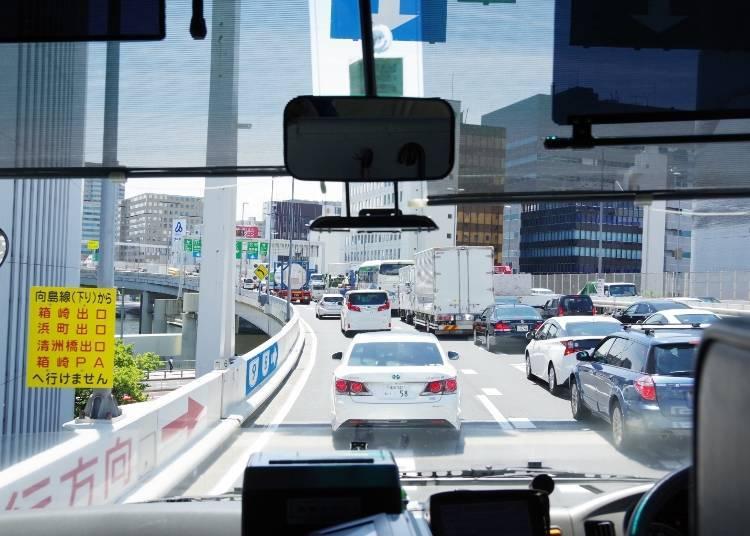 雖然東京市內的高速公路也會有車潮擁擠的時候,但路段並不長
